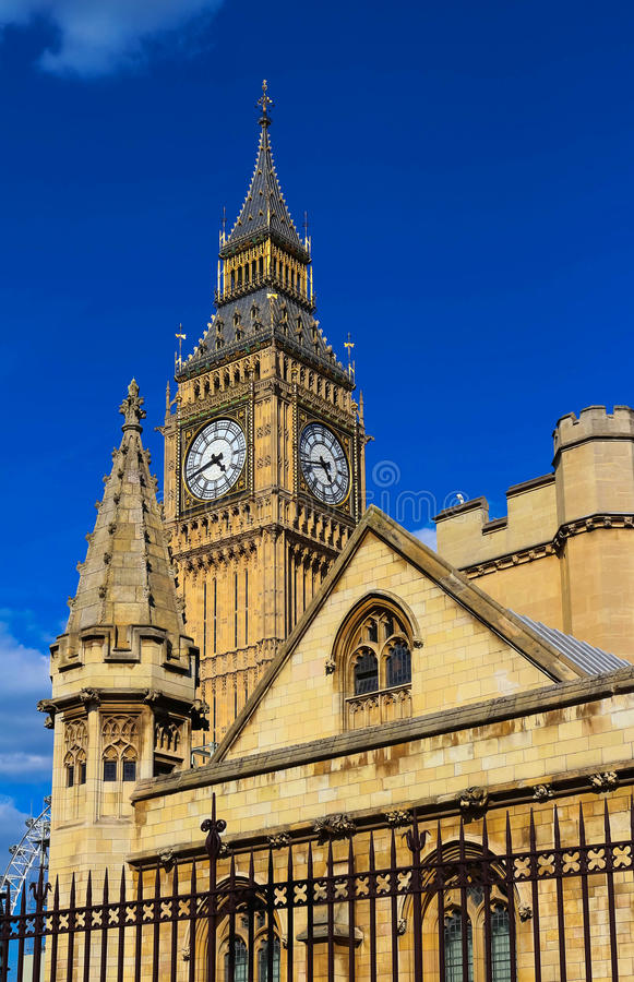 La torre de reloj de Big Ben en Londres, Reino Unido foto de archivo