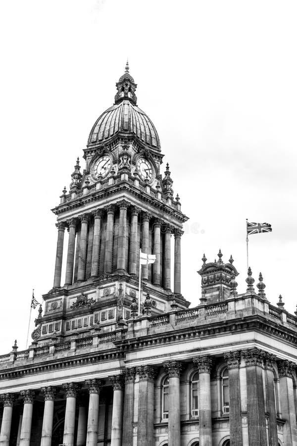 La torre de reloj en ayuntamiento Leeds foto de archivo