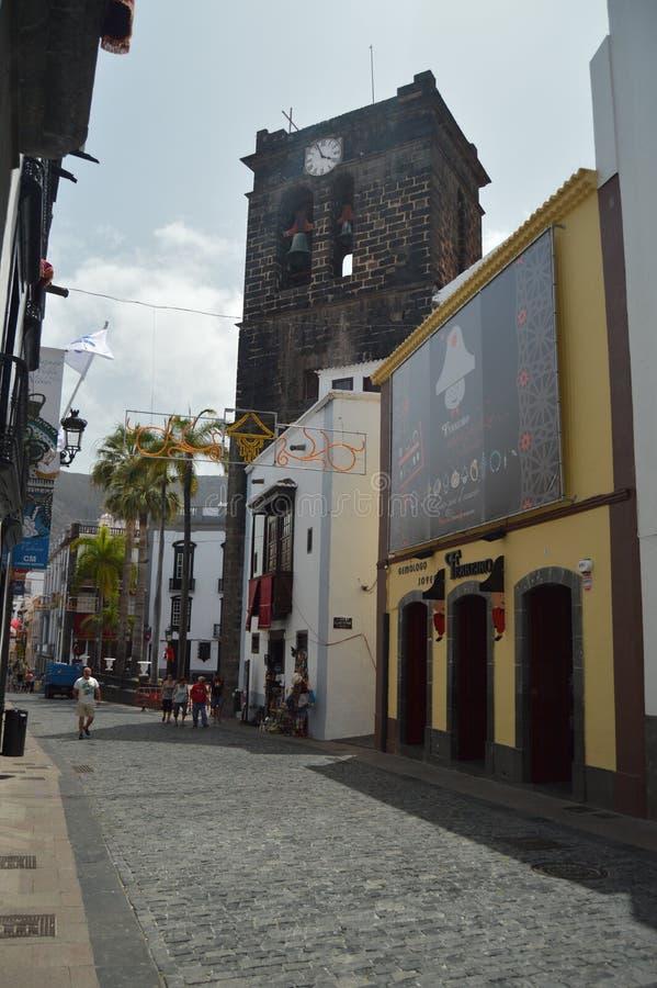 La torre de reloj en Santa Cruz De La Palma Decorated For la pendiente de la festividad de la Virgen celebró cada cinco años Viaj fotografía de archivo libre de regalías