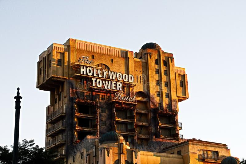 La torre de la zona crepuscular del hotel i de la torre de Hollywood del terror imágenes de archivo libres de regalías