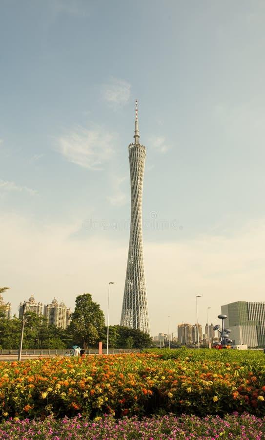 La torre del cantón en puesta del sol, Guangzhou TV y la torre, la señal de la ciudad y el centro turístico de visita turístico d imágenes de archivo libres de regalías