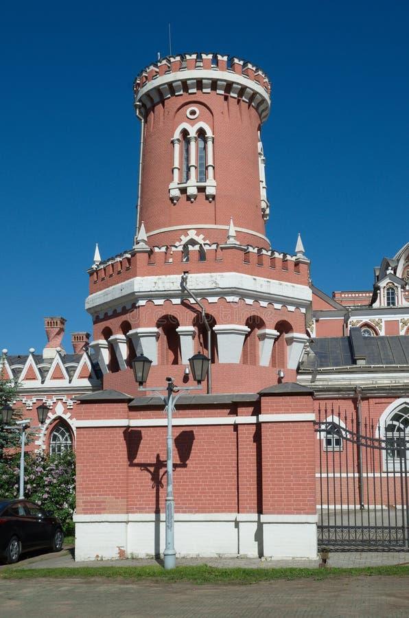 La torre del palacio del viaje de Petrovsky, Moscú, Rusia imagenes de archivo