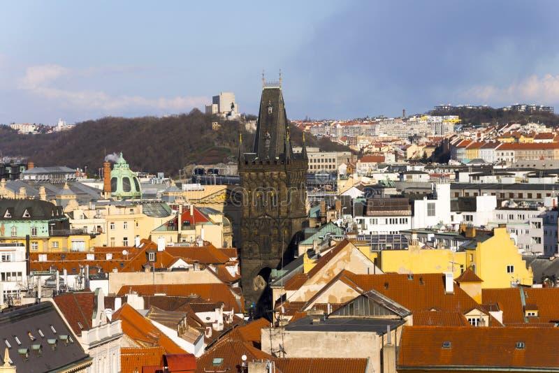 La torre del polvo o la puerta del polvo en Praga imagen de archivo