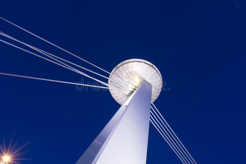La torre del UFO en Bratislava foto de archivo