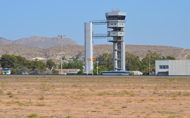 La torre di controllo all'aeroporto di Alicante fotografie stock libere da diritti