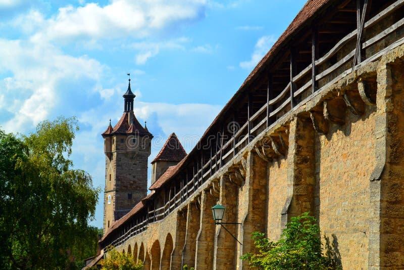 La torre di Klingen, uno dei portoni del castello nel der Tauber del ob di Rothenburg immagini stock libere da diritti