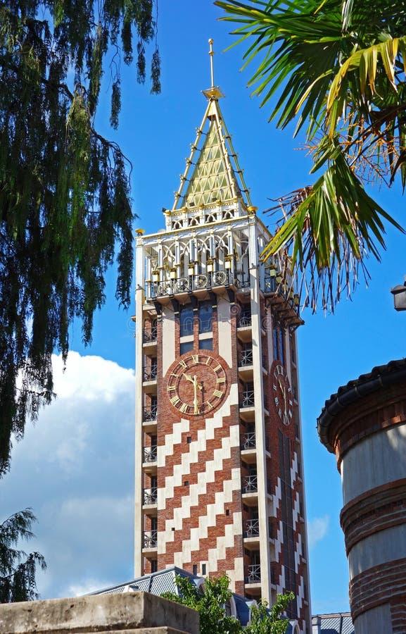 La torre di orologio è situata sul quadrato della piazza Butumi, Georgia fotografie stock