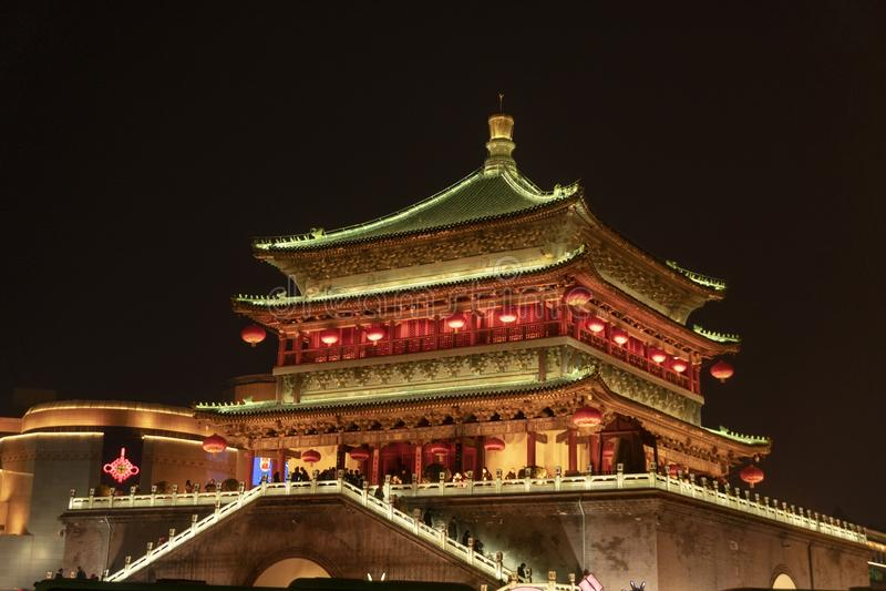 La torre di orologio alla notte immagini stock libere da diritti