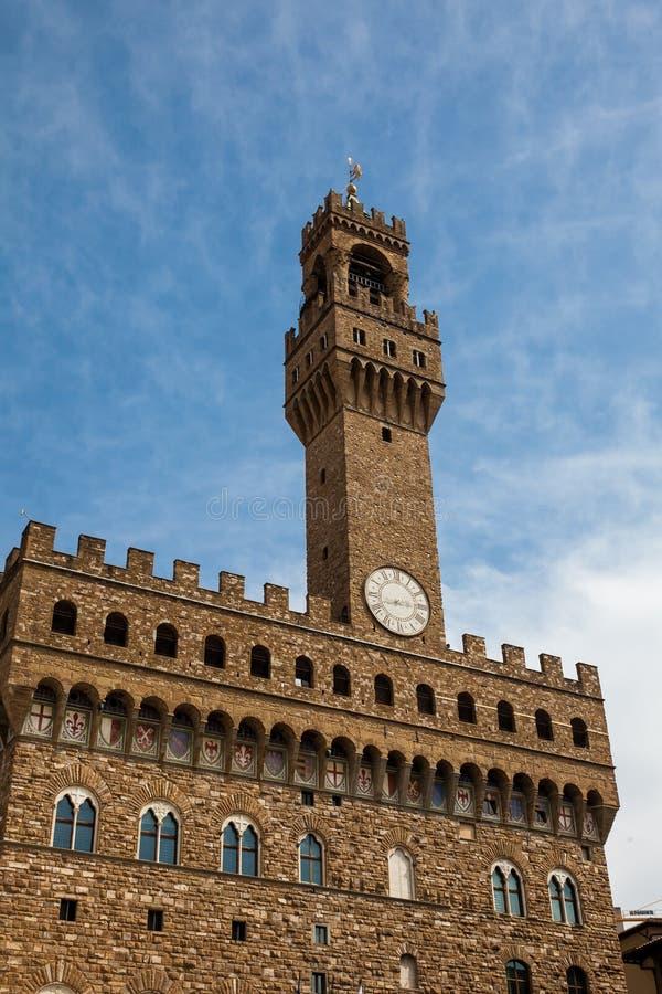 La torre di orologio del Palazzo Vecchio ha costruito al della Signoria della piazza nel XII secolo a Firenze fotografie stock libere da diritti