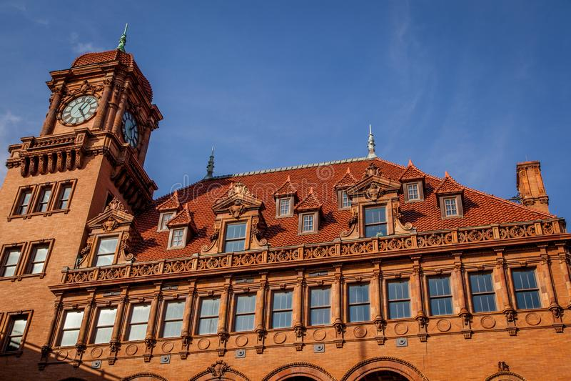 La torre di orologio di vecchia stazione ferroviaria di Main Street fotografie stock
