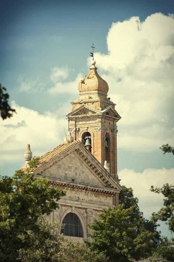 La torre di vecchia chiesa - pittura della foto d'annata fotografie stock