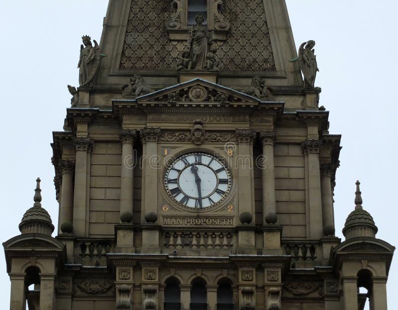 La torre e l'orologio del municipio di Halifax in West Yorkshire fotografia stock libera da diritti