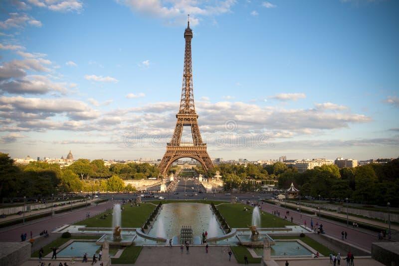 La torre Eiffel de París fotografía de archivo