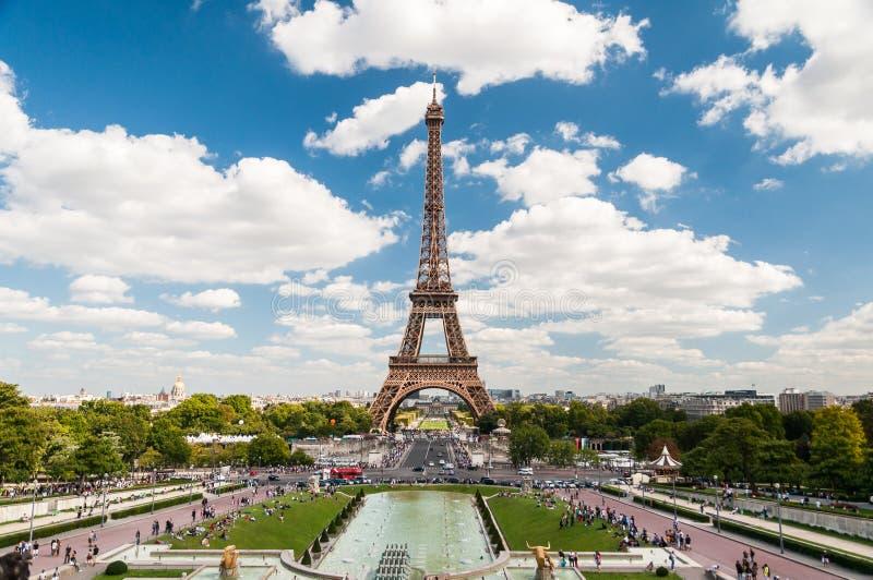 La torre Eiffel e le fontane di Trocadero a Parigi Francia immagini stock libere da diritti