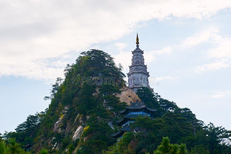 La torre en las montañas foto de archivo libre de regalías