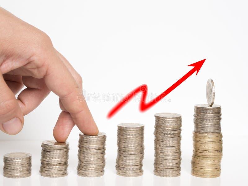 La torre hizo con la imagen del concepto de las monedas, valor de aumento del dinero fotografía de archivo libre de regalías