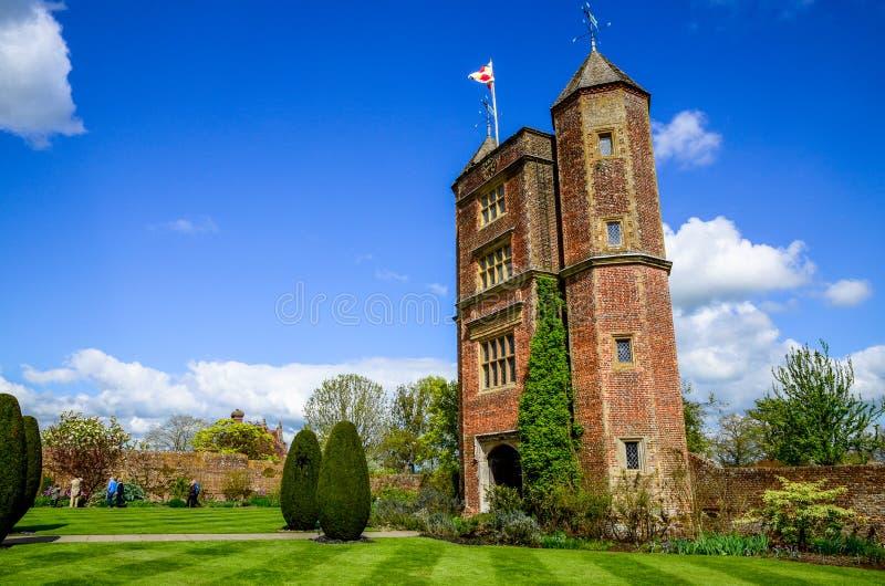 La torre isabelina en el castillo de Sissinghurst en Kent imagenes de archivo