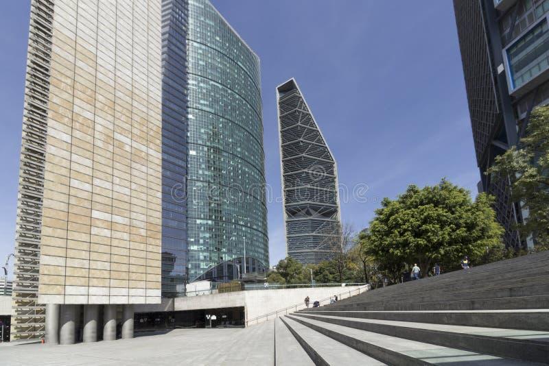 La torre ligera, el centro digital de la cultura y los rascacielos foto de archivo