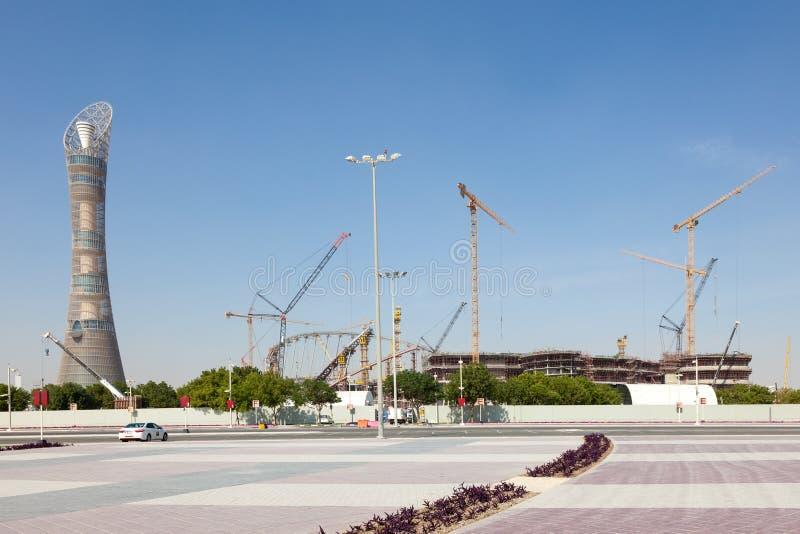 La torre y Khalifa Stadium de la aspiración en Doha, Qatar fotos de archivo libres de regalías