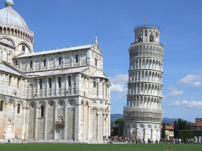 La torretta di inclinzione di Pisa e del Duomo fotografia stock libera da diritti