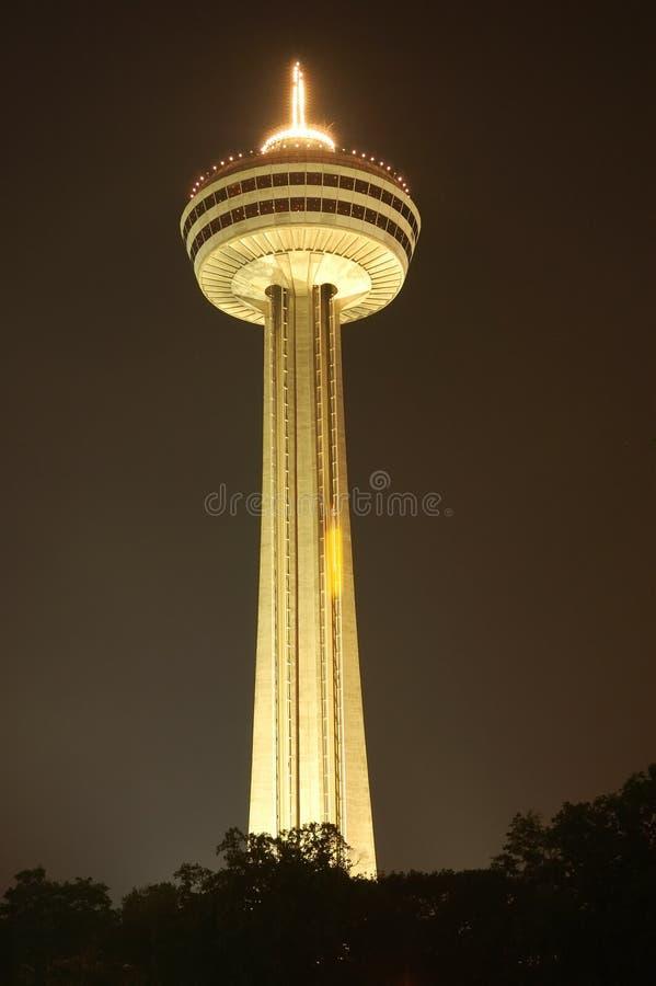 La torretta di Skylon alla notte fotografie stock