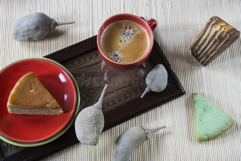 La torta acodada multi llamó 'legit del lapislázuli 'o el 'spekkoek 'de Indonesia imagen de archivo