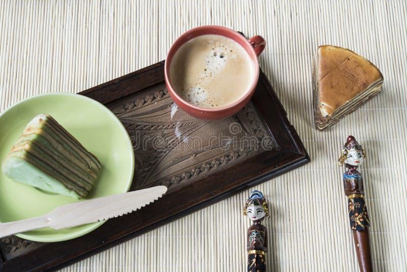 La torta acodada multi llamó 'legit del lapislázuli 'o el 'spekkoek 'de Indonesia imágenes de archivo libres de regalías