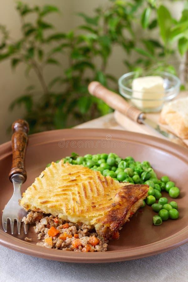 La torta del ` s del pastore o la torta del cottage è una torta di carne con una guarnizione della purè di patate fotografie stock libere da diritti