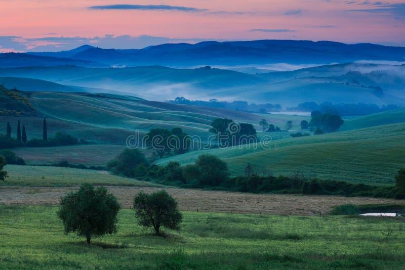 La Toscana nel primo mattino immagini stock