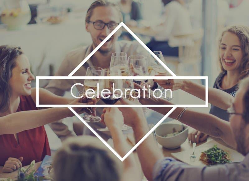 La tostada de las alegrías de la bebida de la celebración celebra concepto del partido imágenes de archivo libres de regalías
