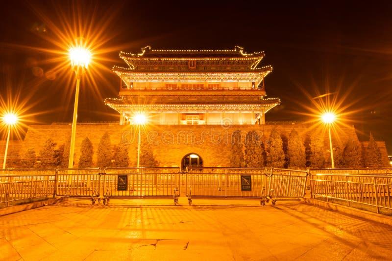 La tour antique de flèche de chinois traditionnel pendant la nuit, comme connu sous le nom de tour de tir à l'arc, ou Jian Lou en photo stock