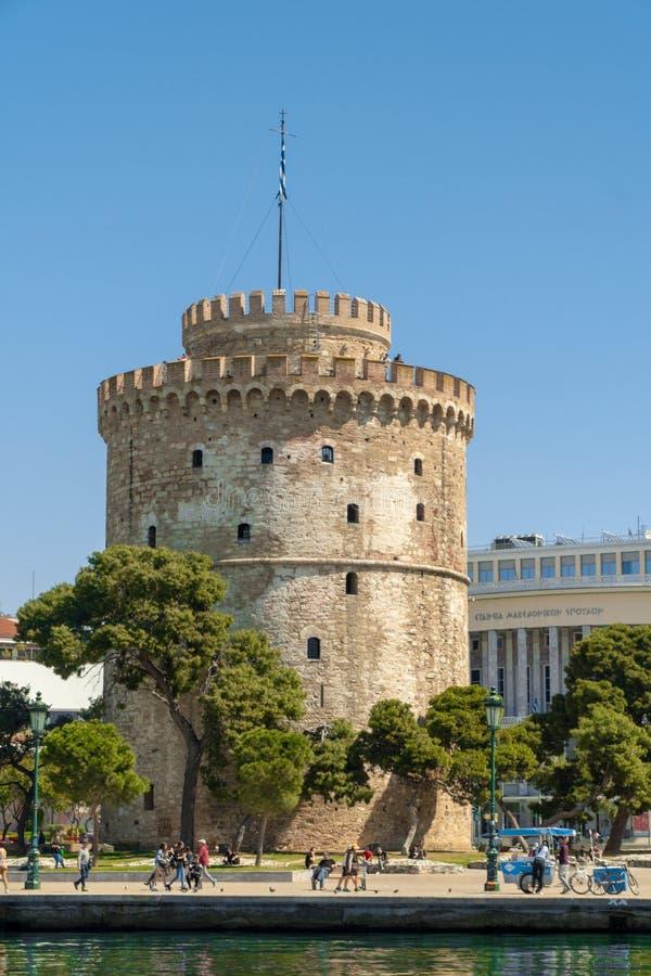 La tour blanche du symbole et du point de repère de la ville de Salonique, beau jour ensoleillé après longue période de pluie image stock