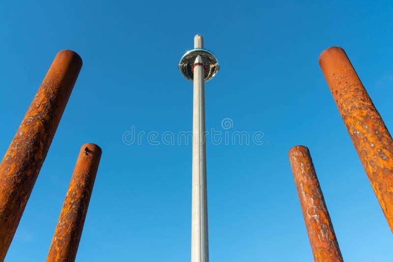 La tour d'horizon de British Airways i360 est le monde le plus grand dans le monde en Brighton Pier Cosse et tour en verre pour l images libres de droits