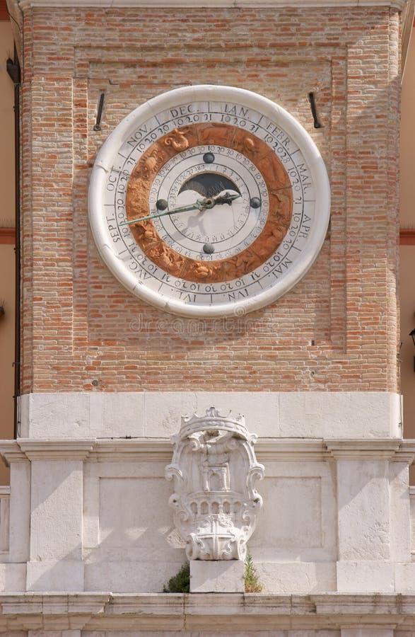 La tour d'horloge avec le calendrier et la phase lunaire composent images libres de droits