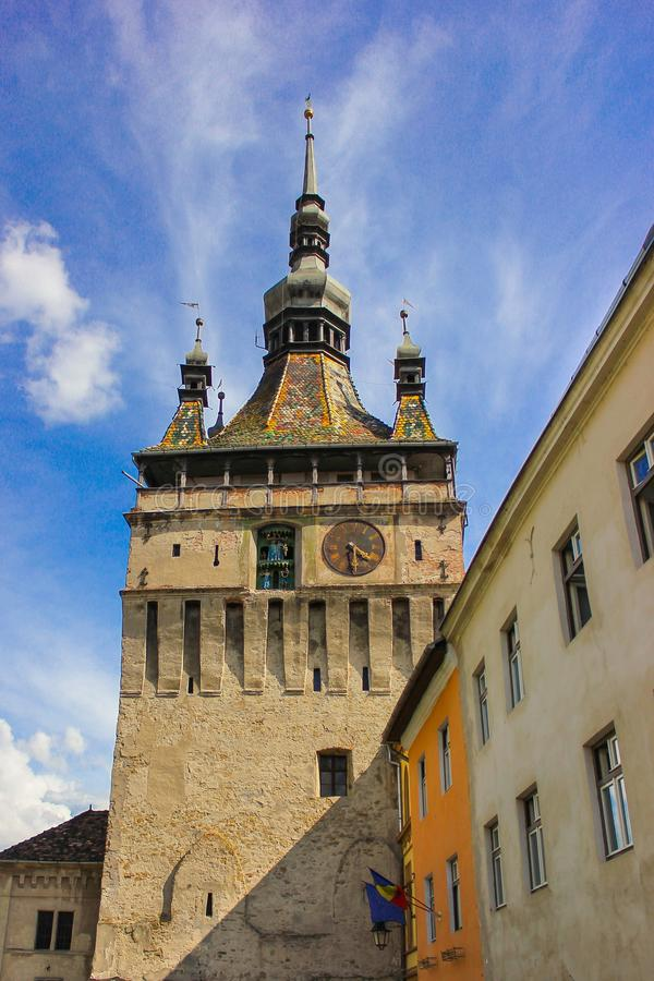 La tour d'horloge célèbre de Sighisoara dans Sighisoara, Roumanie photo stock