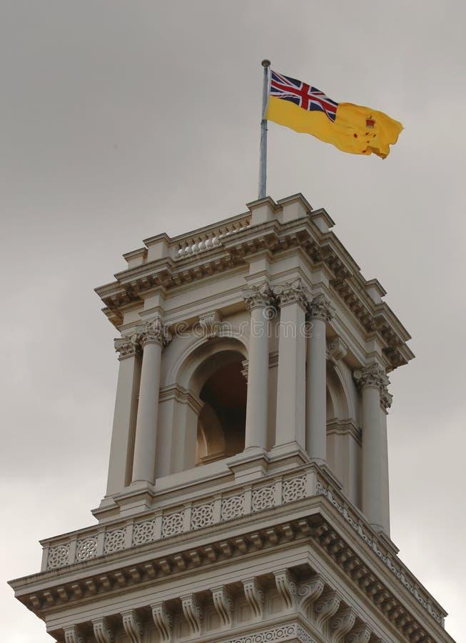 La tour de belvédère de la Chambre de gouvernement, Melbourne avec le drapeau du gouverneur de Victoria a augmenté image libre de droits