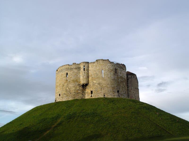 La tour de Clifford, château de York images stock