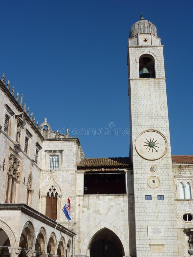 La tour de cloche de ville dans Dubrovnik photos libres de droits