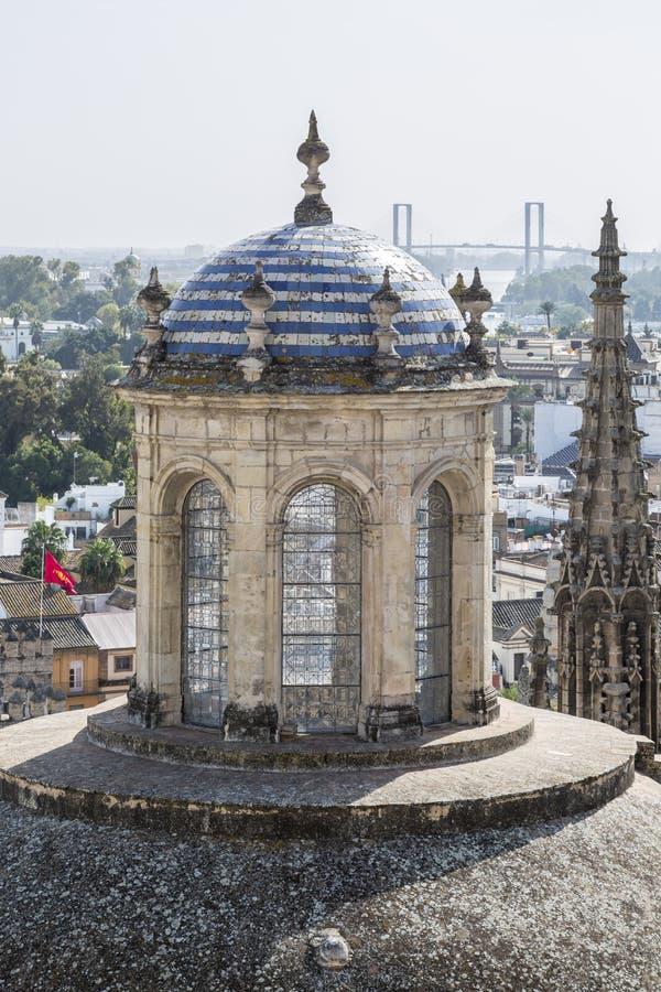 La tour de la chapelle royale de la cathédrale de Séville photographie stock libre de droits