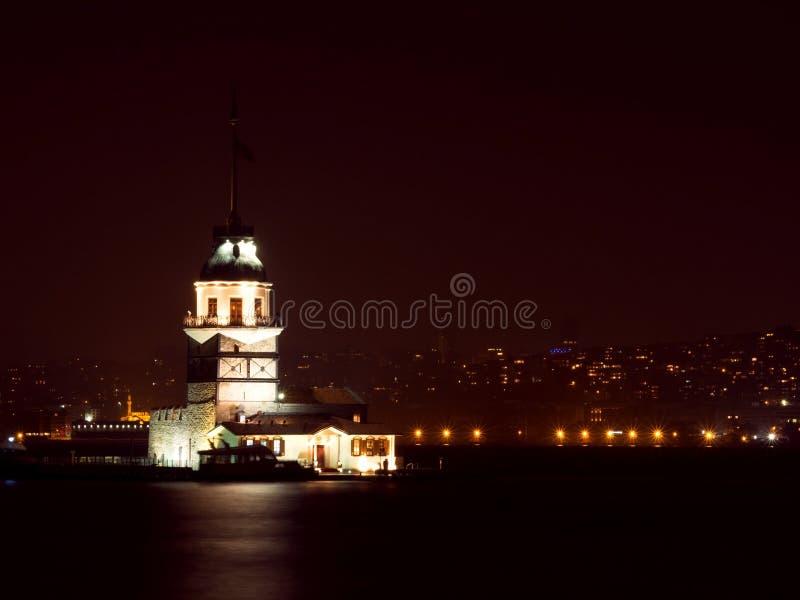 La tour de la jeune fille la nuit à Istanbul, Turquie photo libre de droits