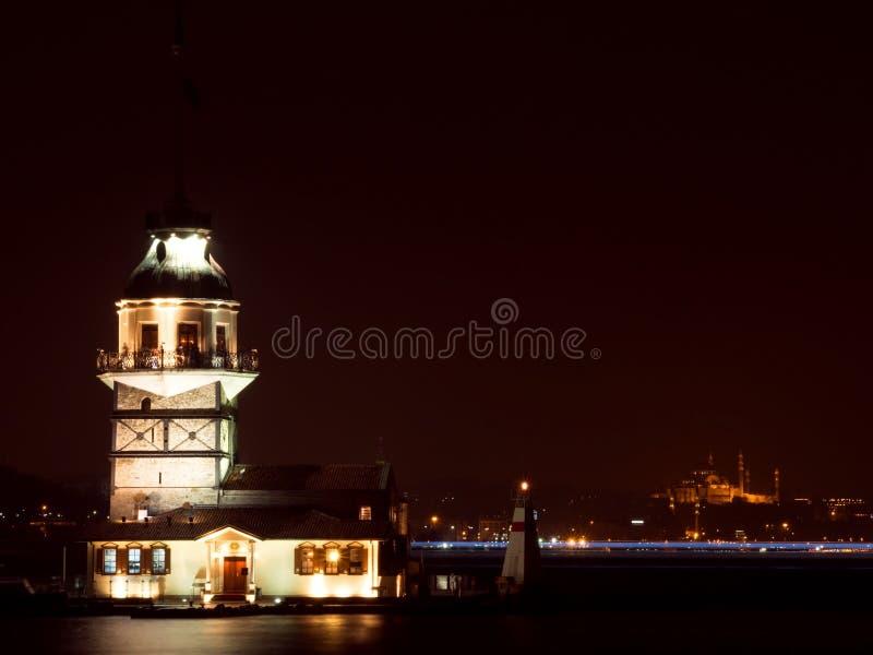 La tour de la jeune fille la nuit à Istanbul, Turquie image libre de droits