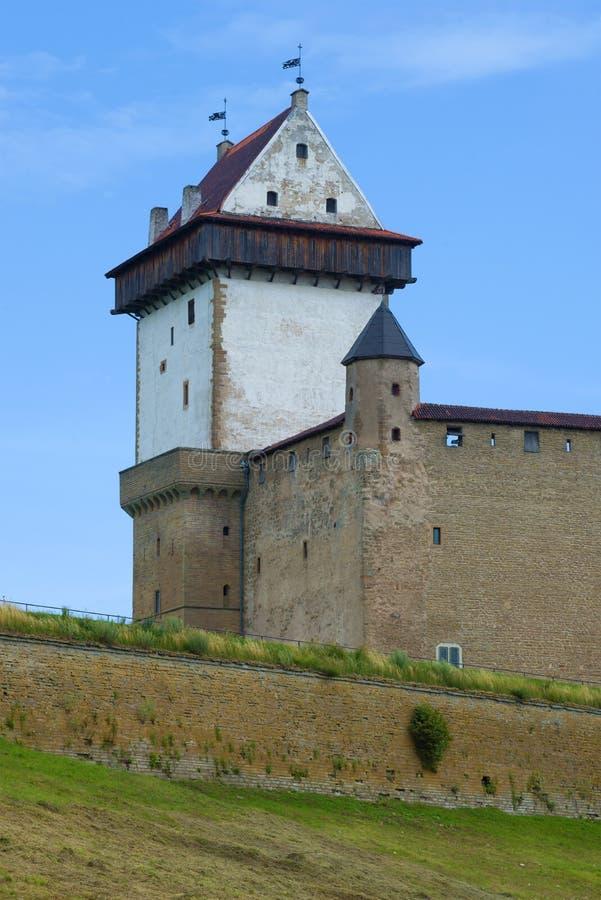La tour de long Herman Fragment de château de Narva, Estonie photo stock