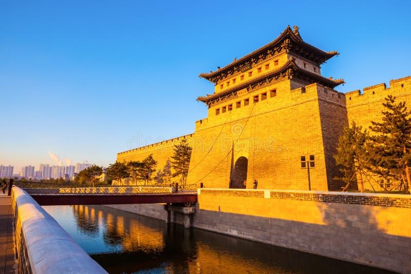 La tour de reconstruction de mur et de porte de ville de Datong. photographie stock libre de droits