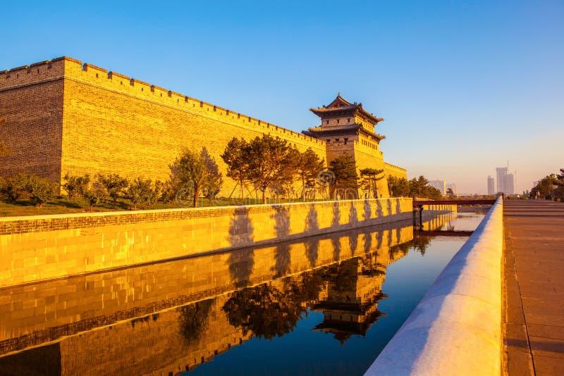 La tour de reconstruction de mur et de porte de ville de Datong. photographie stock