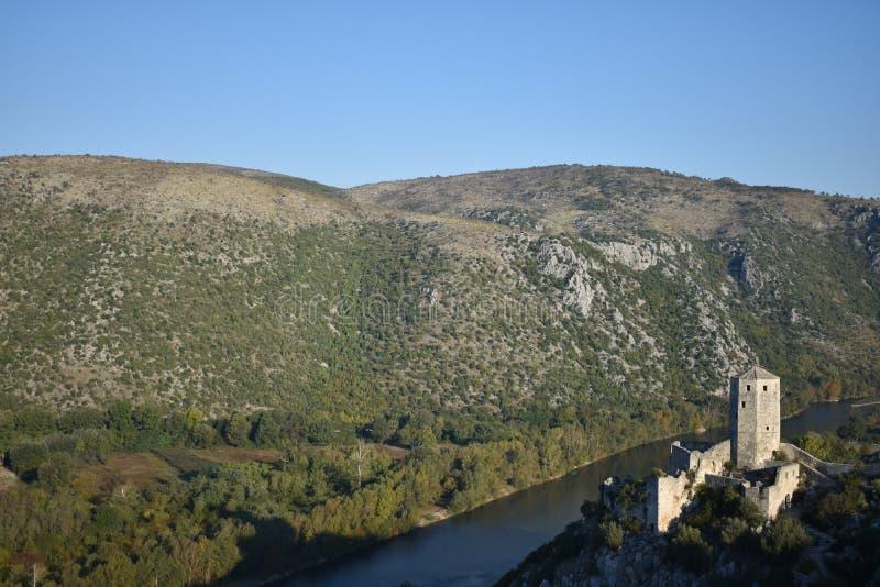 La tour en ville médiévale et orientale bosnienne d'itelj de  de PoÄ et rivière de Neretva images libres de droits