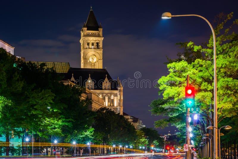 La tour et le Pennsylvania Avenue de bureau de poste la nuit, à Washington, C.C photographie stock