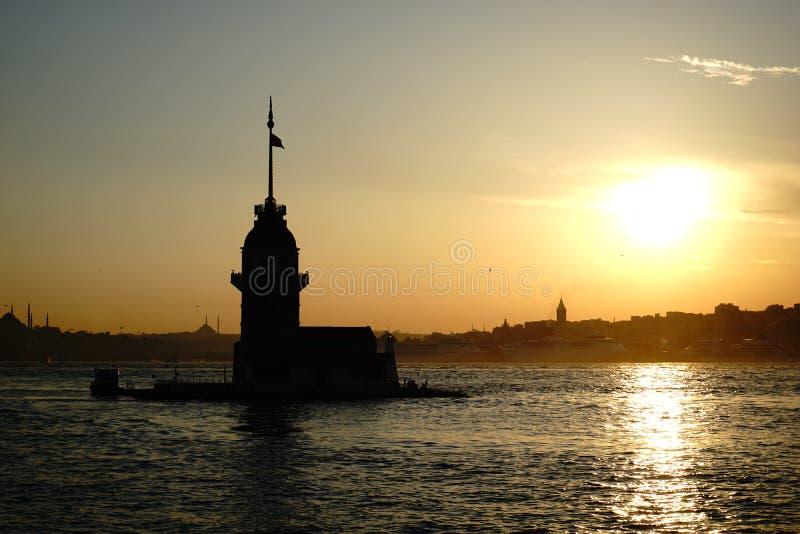 La tour Istanbul de la jeune fille image libre de droits