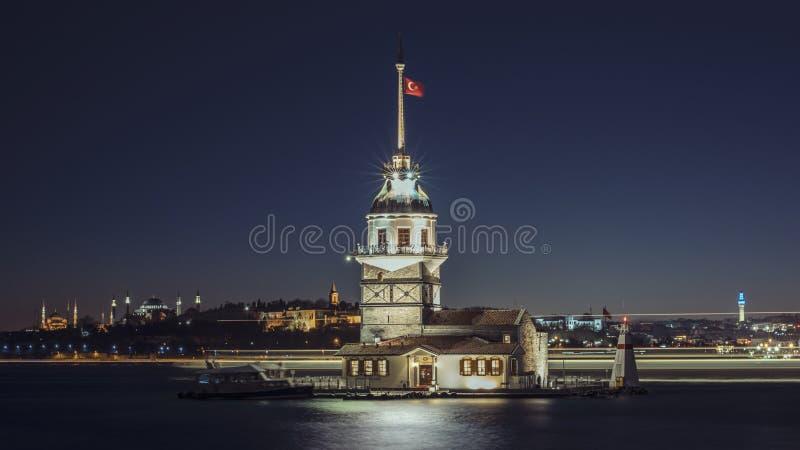 La tour Istanbul Turquie de la jeune fille photo libre de droits