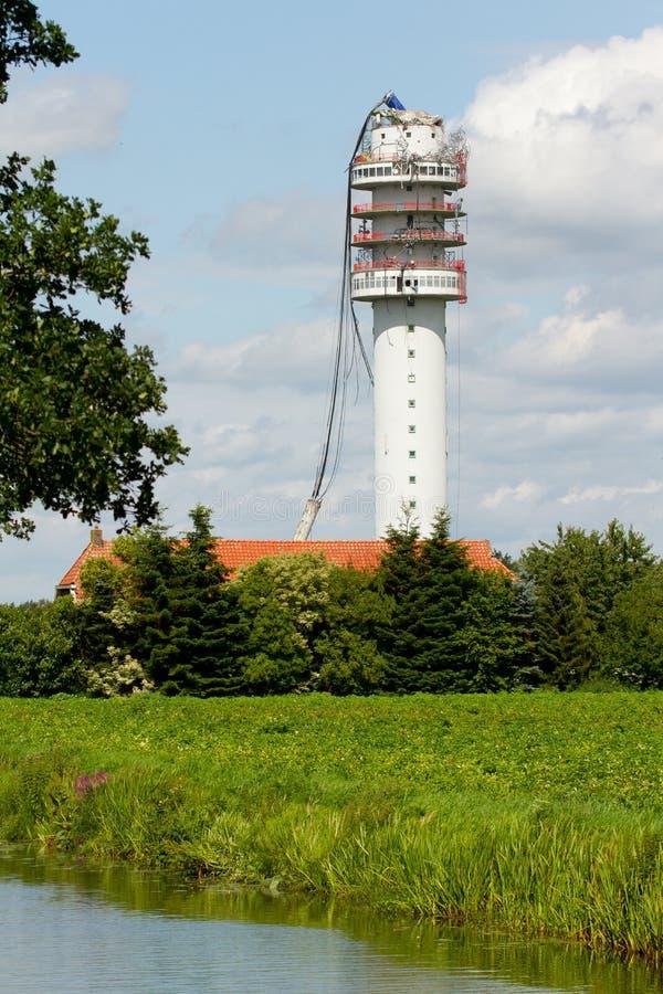 La tour par radio de télévision s'est effondrée photographie stock