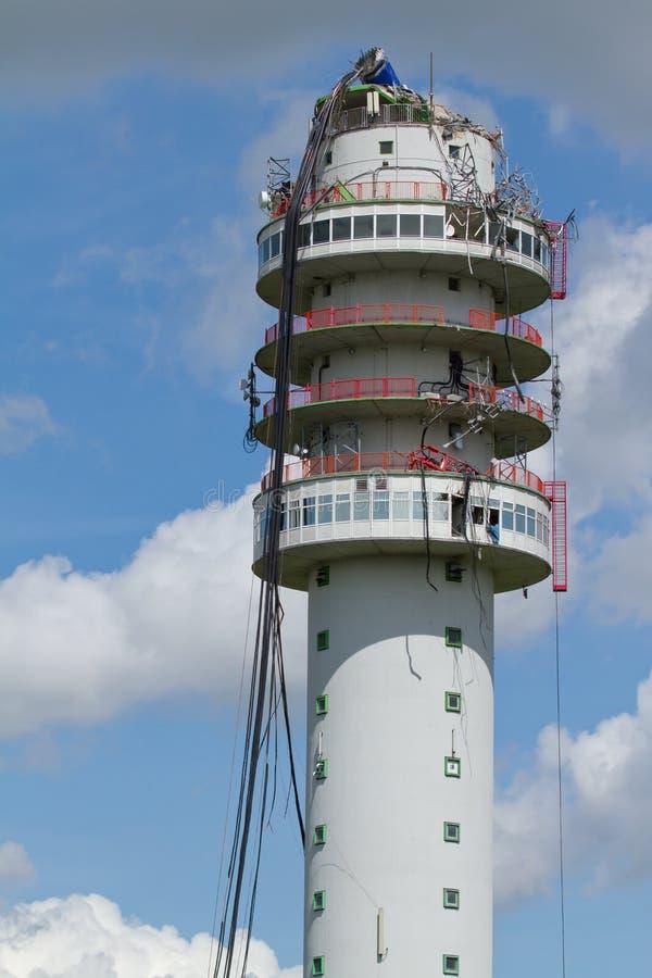 La tour par radio de télévision s'est effondrée photographie stock libre de droits